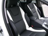 Highlight for Album: Volvo V60 R-design in 000 zwart RGS Handmade met 1097 Reinweiss accenten